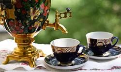 Russische Teezeremonie mit Samowar
