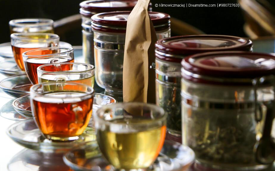 Auswahl an Darjeeling Tee in Glastassen