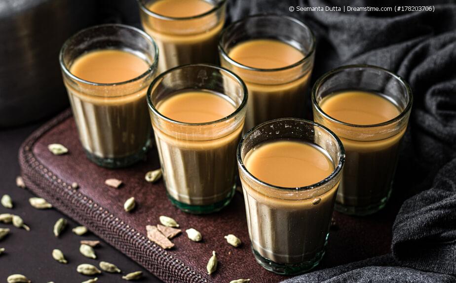 Indische Teekultur - Chai in Gläsern