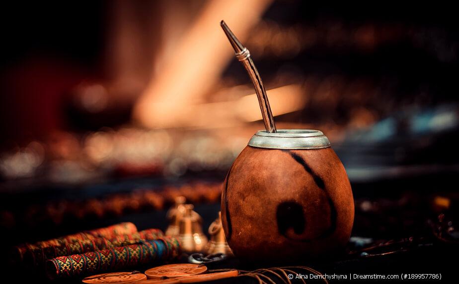 Mate Tee in einer Kalebasse - Mate Tee geröstet