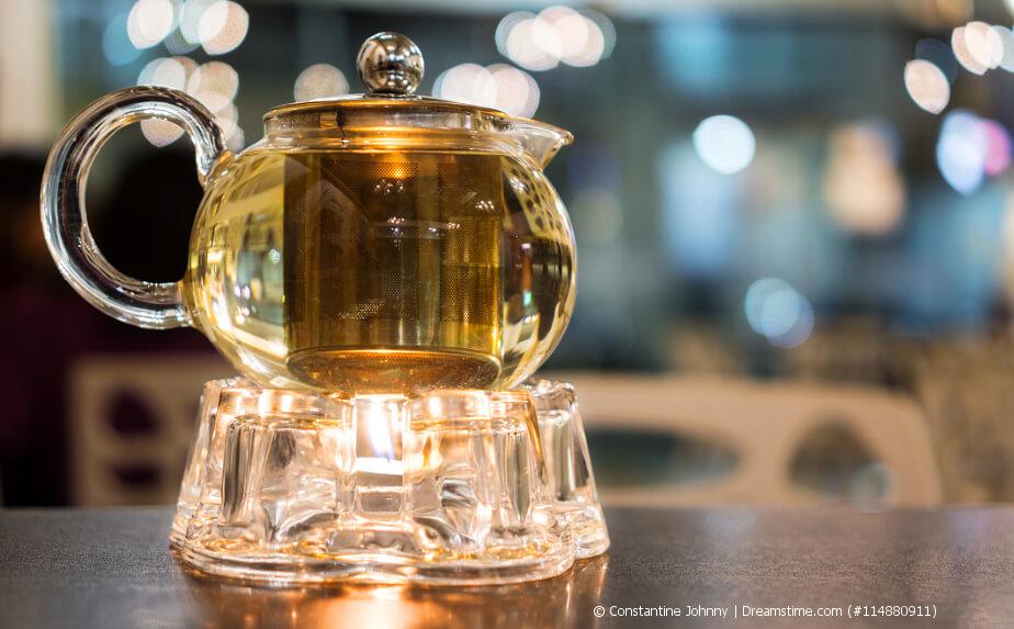 Stövchen mit Teekanne