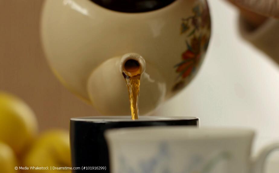 Tee eingießen ohne Tropfenfänger