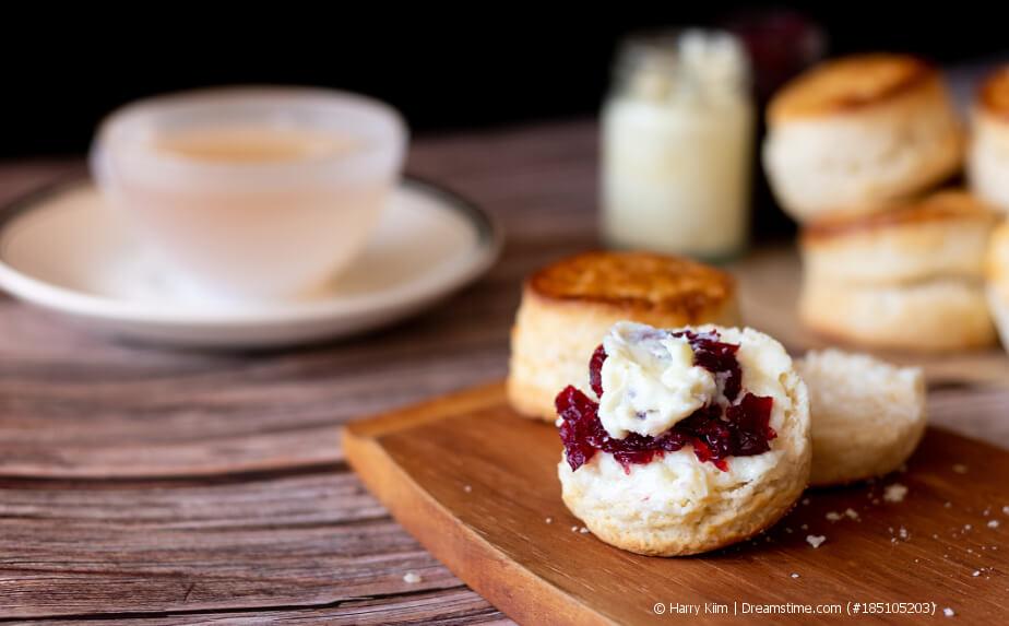 Teegebäck - Scones mit Marmelade und Clotted Cream